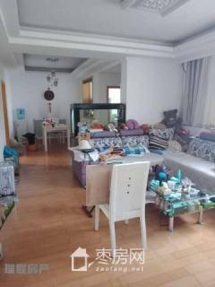 光华小区三室两厅120平米精装修有储