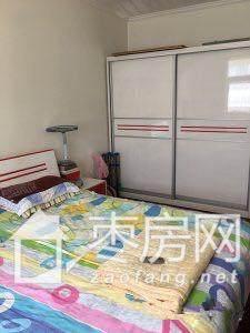 建设路学区房国泰花园三室两厅155平米精装修送储