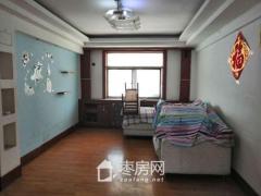 香港街黄金三楼精装三室    有钥匙