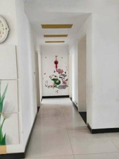 出租鱼塘小区一楼,126平简单装修,家具家电齐全,拎包入住.