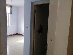 山亭实验小学3室2厅2卫110m²简单装修